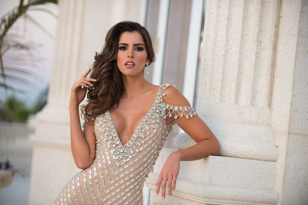 """""""Мисс Вселенная 2015"""" родилась в многодетной семье и работает моделью с 8 лет: лучшие фото красавицы"""