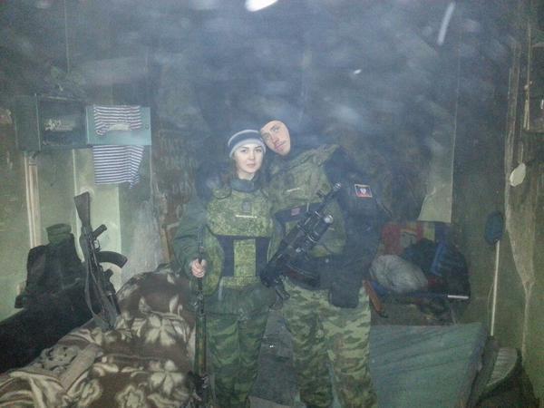 """Боевик, прицепивший флаг """"ДНР"""" в донецком аэропорту, женился на боевой подруге: фото молодых"""