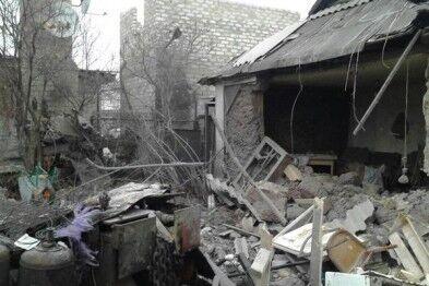 Всю ночь Донецк сотрясали взрывы: есть погибший и около 20 раненых. Опубликованы фото разрушений