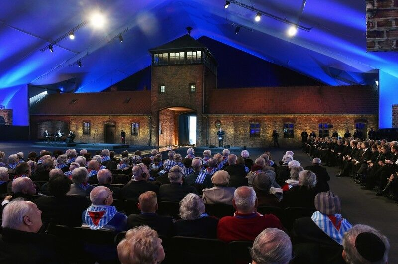 Світ вшанував пам'ять жертв Освенціма: фоторепортаж