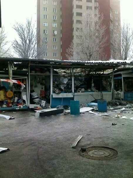 В Донецке снаряды боевиков накрыли рынок: погибли директор и ее дочь