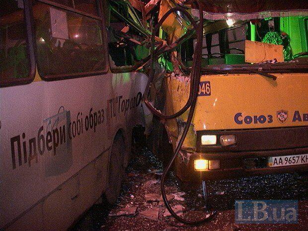 В Киеве столкнулись три маршрутки: опубликованы фото ДТП