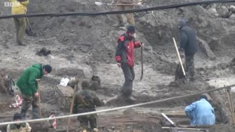 Археологи показали находки из раскопок на Почтовой площади в Киеве: видео