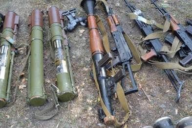 Біля бази відпочинку на Луганщині вилучено велику партію зброї