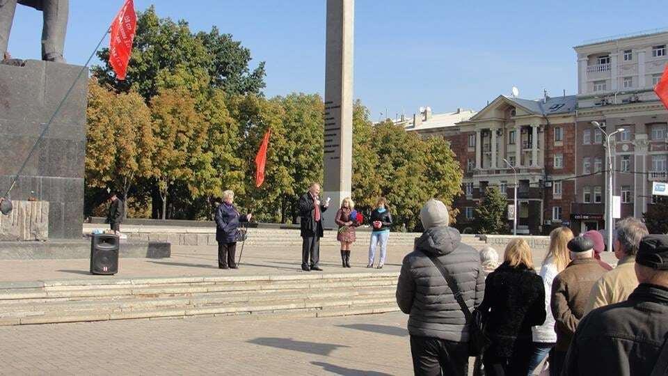"""""""150 років донецькому народу"""": комуністи """"навішали локшину"""" на мітингу """"ДНР"""". Опубліковані фото"""