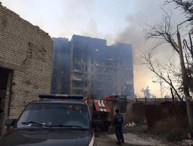Дим від згарищ: в мережі показали фото і відео обстрілу Донецька