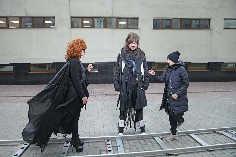 Киркоров в новом клипе появится с ружьем и длинными локонами