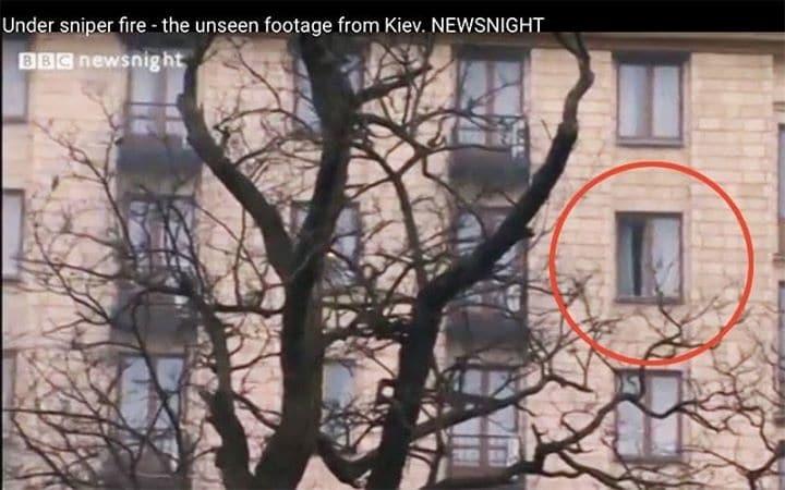 """Журналист снял на видео, как из номера """"свободовца"""" стреляли по Майдану"""