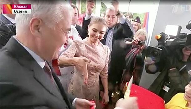 Счастливая Алина Кабаева сверкнула обручальным кольцом