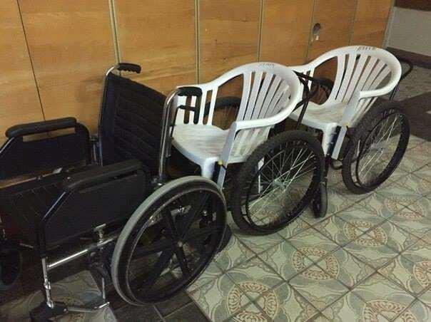 Соцсети шокировали фото инвалидных колясок из киевской больницы