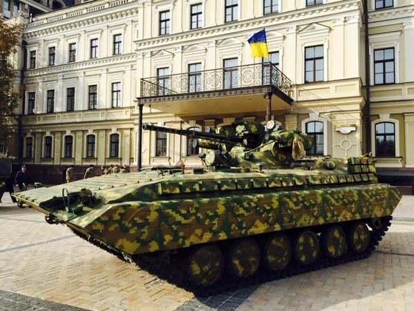 Не нужно расслабляться: Порошенко поздравил бойцов и мирных жителей с Днем защитника Украины