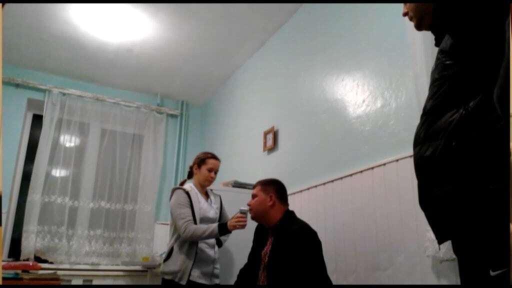 """""""Пив лише компот"""": начальника з Херсонської митниці спіймали п'яним"""