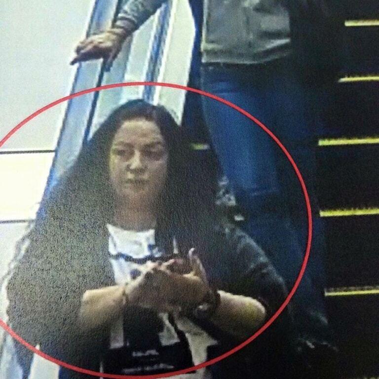 """Увага, кишенькові злодії! У київському ТРЦ """"засвітилися"""" злодійки телефонів: фотофакт"""