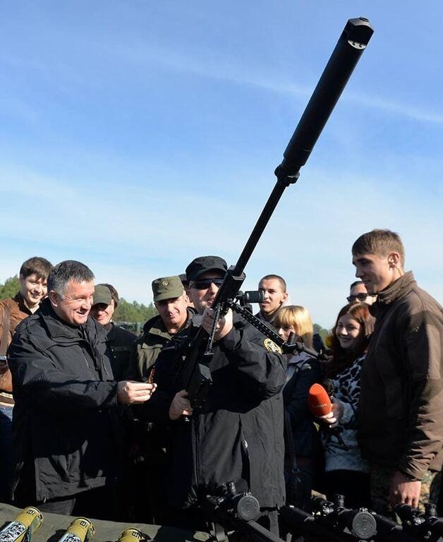 Аваков дав Турчинову постріляти з американської супергвинтівки: опубліковані фото