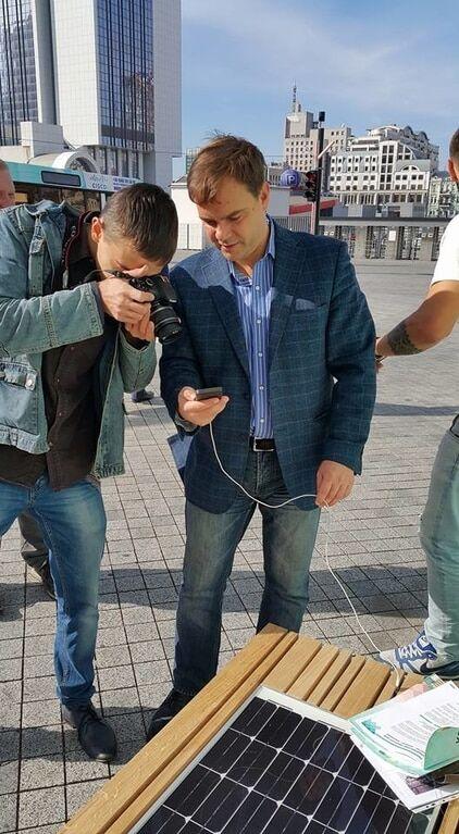В Киеве презентуют лавочку с солнечной батареей