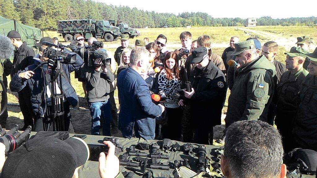 Аваков показав, чим воюватиме Національна гвардія: опубліковані фото