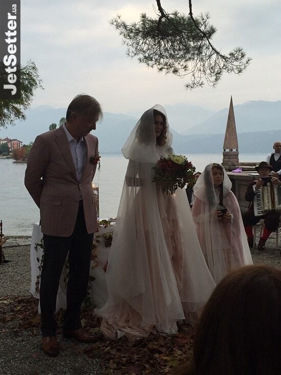 Известный украинский кинопродюсер устроил возлюбленной сказочную свадьбу на острове в Италии