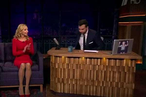 Повезло Пескову: Татьяна Навка поразила роскошной фигурой в красном платье