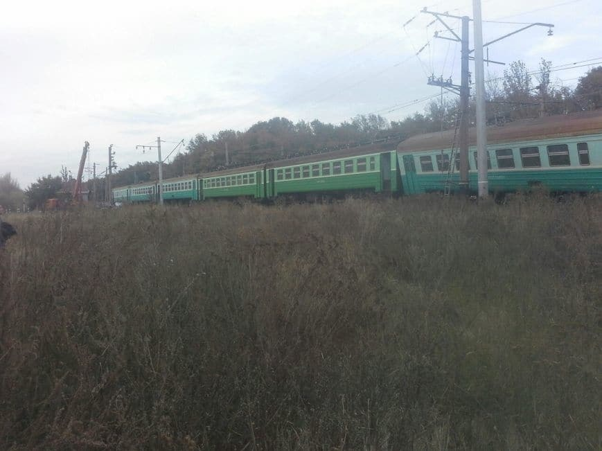 В окупованій Макіївці потяг збив машину: опубліковані фото