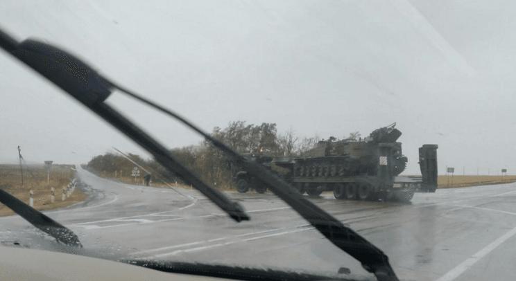 """Адвокат Савченко """"засік"""" на кордоні з Україною військову техніку """"борців із хунтою"""": фотофакт"""