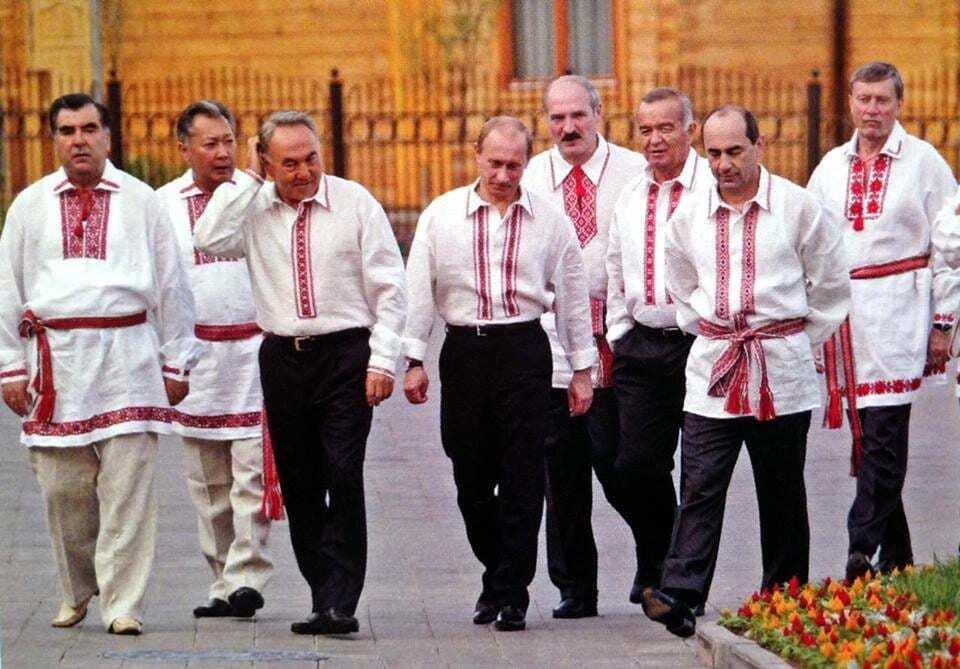 У мережі опублікували фото Путіна у вишиванці