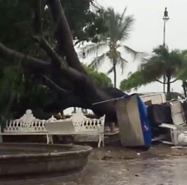 """В сети появились первые видео и фото урагана """"Патрисия"""""""