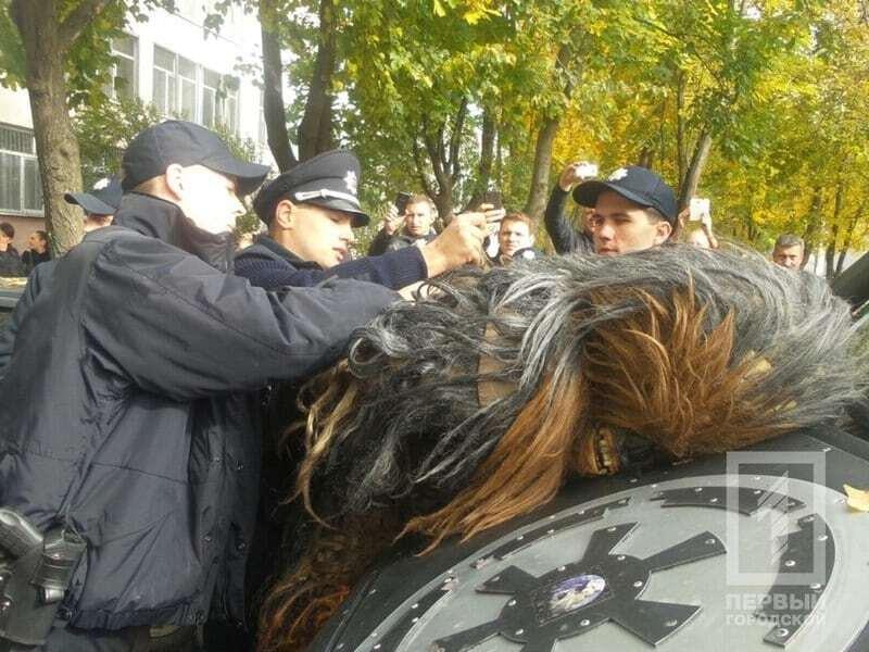 """В Одессе полиция схлестнулась с """"темной силой"""" Дарта Вейдера"""