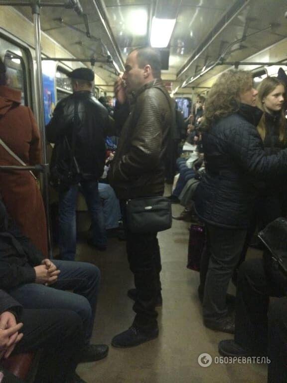 """В киевском метро """"пробки"""" из-за желающих проголосовать: фото"""