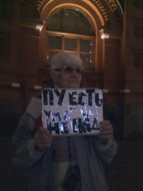 """""""Путін є - розуму не треба"""": москвичі вийшли на поодинокі пікети - фоторепортаж"""