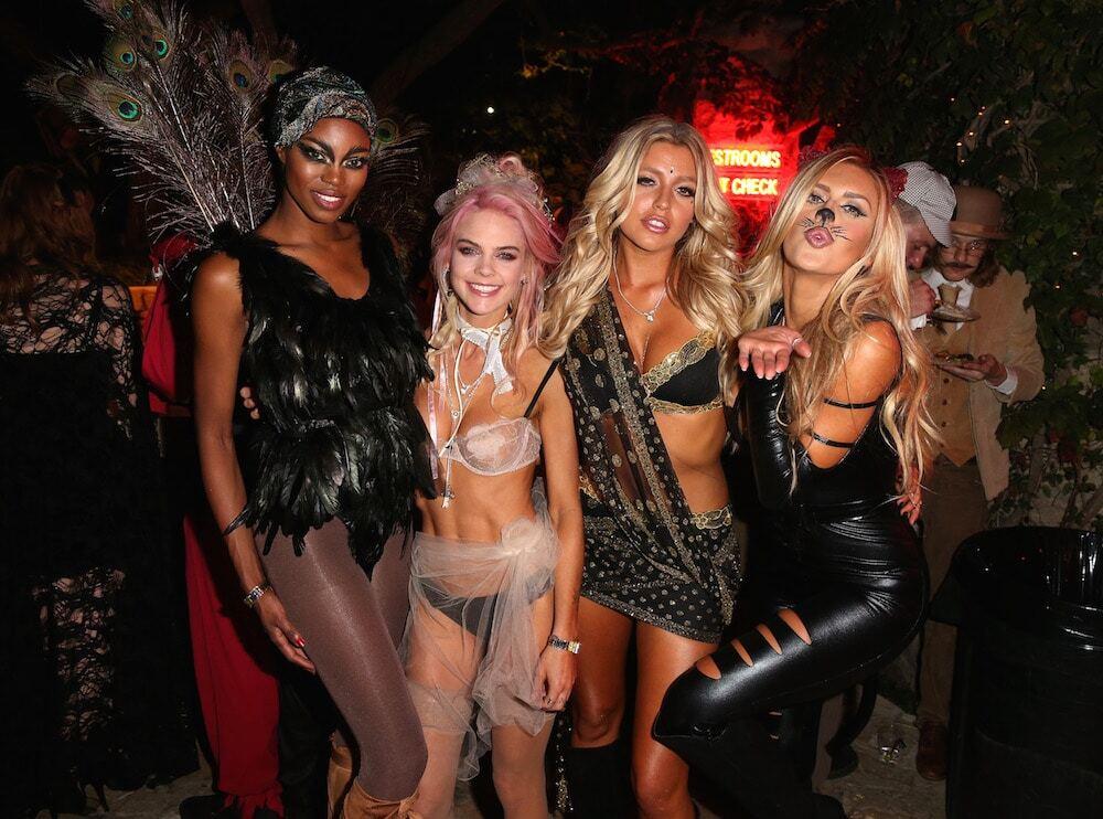 Хефнер устроил потрясающий Хэллоуин: страшно красивые кролики Playboy