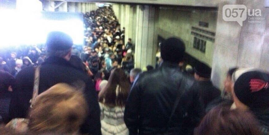 Из-за поломки поезда в харьковском метро произошла огромная давка