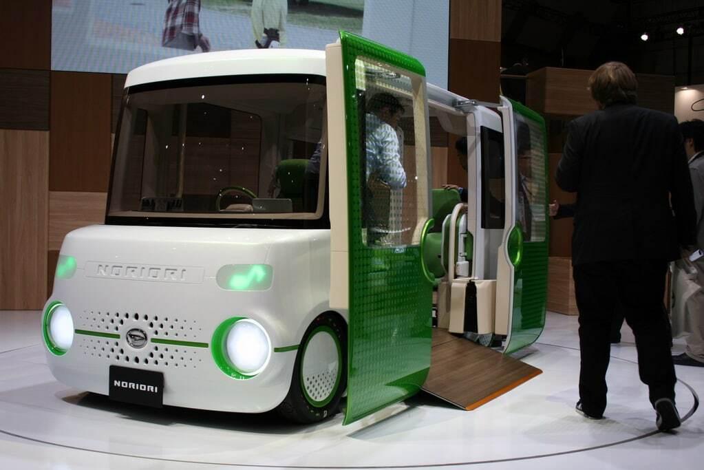"""Токійський автосалон: Daihatsu показала японську """"маршрутку"""" і кав'ярню на колесах"""