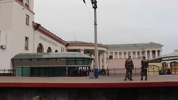 На киевском ж/д вокзале грабитель с ножом напал на женщину