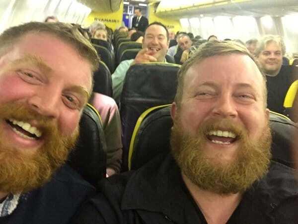 Оце так зустріч: чоловік випадково знайшов свого двійника в літаку