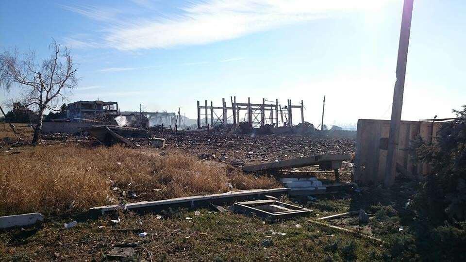 Пепелище: опубликованы фото последствий пожара на складе боеприпасов в Сватово
