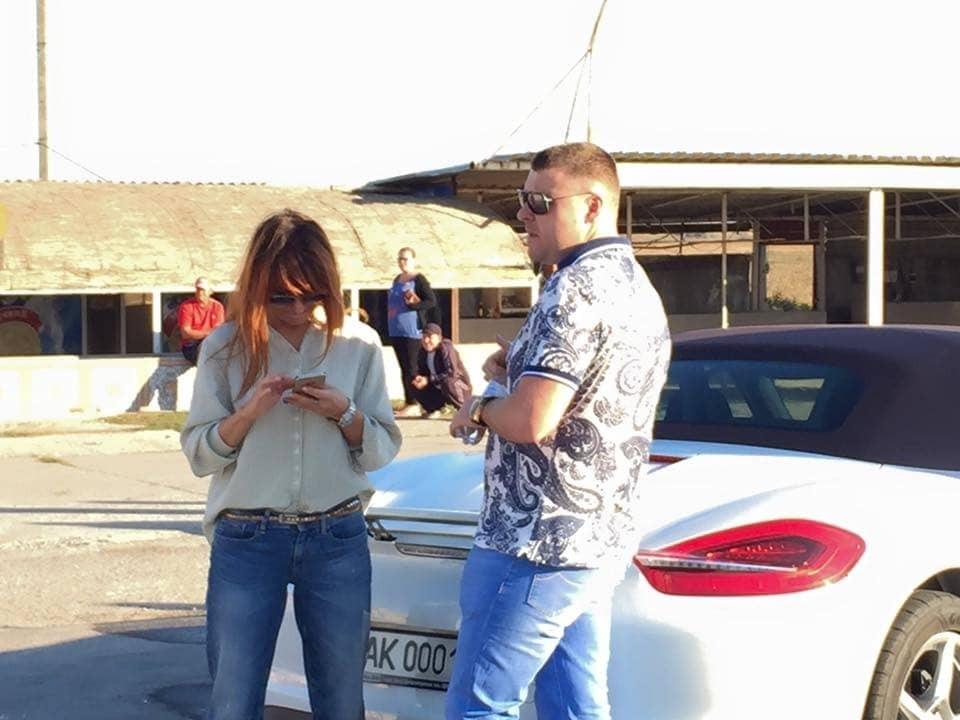 Блокада Криму: парочка на Porsche намагалася прорватися через блокпост
