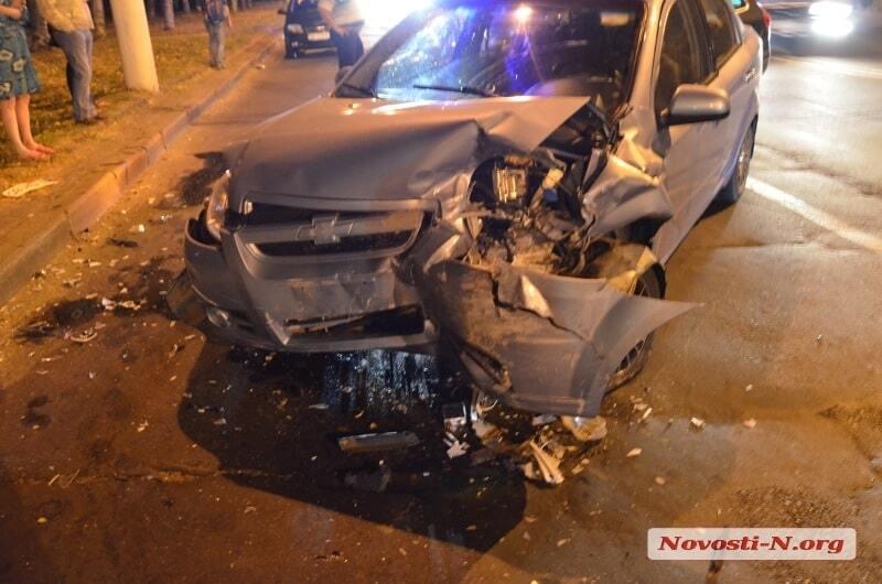 У Миколаєві п'яний військовий протаранив машину з вагітною і дитиною: опубліковані фото, відео