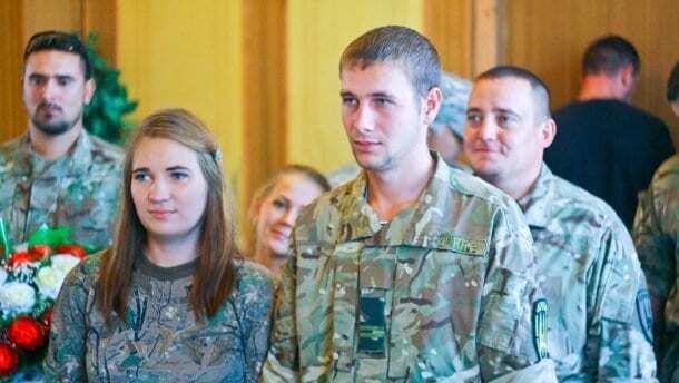 """""""Гірко!"""": У Маріуполі одружилися двоє бійців """"Донбасу"""". Фотофакт"""