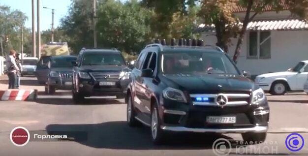 Скромне життя терориста. Захарченко прибув до Горлівки на трьох люксових авто: опубліковані фото, відео