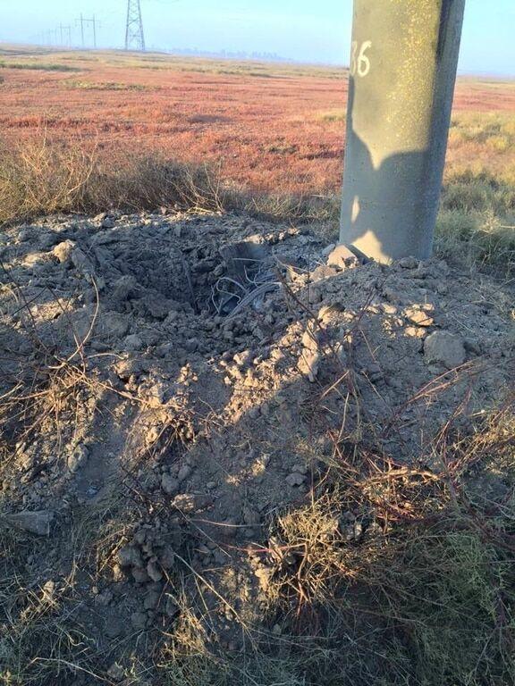 На Херсонщині пошкодили опору, що здійснює подачу електроенергії до Криму: опубліковані фото