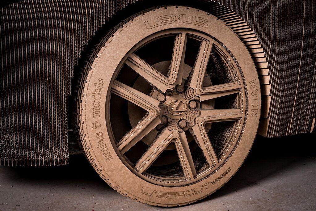 В сети показали картонный Lexus в натуральную величину