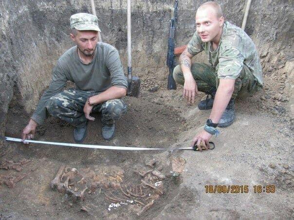 Боєць провів археологічні розкопки прямо в зоні АТО: опубліковані фото