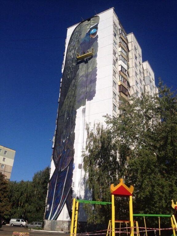 Гигантский мурал в Киеве: художники преодолели середину пути