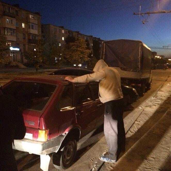 """Автомат, наркотики, погрози: на Луганщині зловили """"перевертня"""" в погонах"""