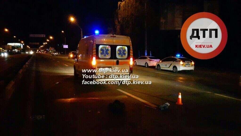 У Києві автомобіліст збив пішохода-камікадзе: фото з місця аварії