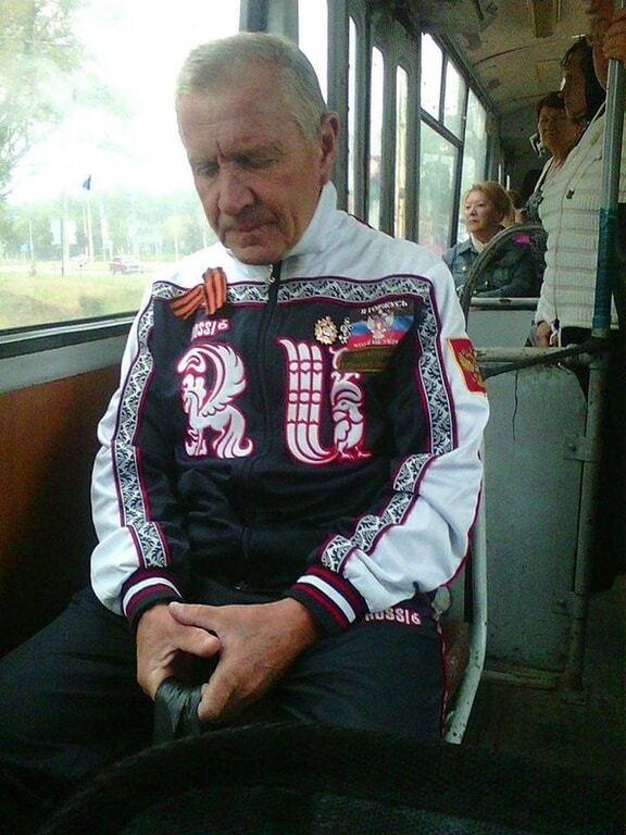 """""""Модник"""": у Донецьку пенсіонер відзначився вбранням сепаратиста"""