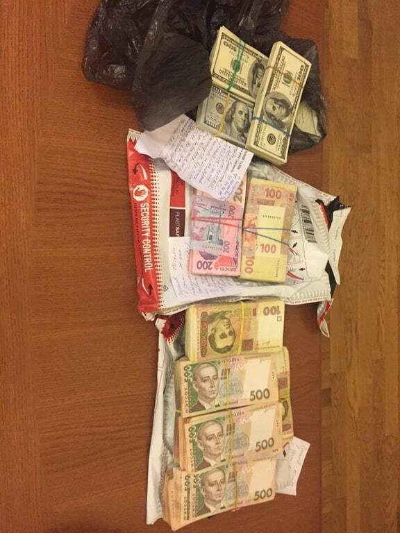 Все, що вилучили в Дніпропетровську: СБУ показала речдоки, гроші та зброю. Фоторепортаж