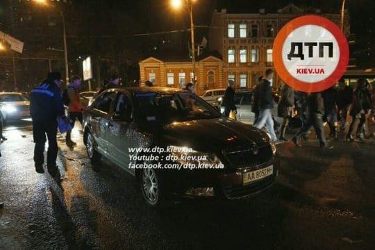 У Києві дівчину збили і переїхали на пішохідному переході