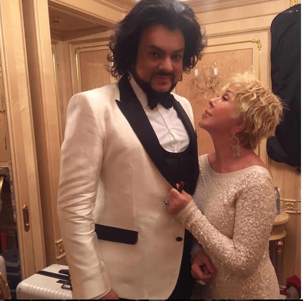 61-летняя Любовь Успенская показала фигуру в соблазнительном платье