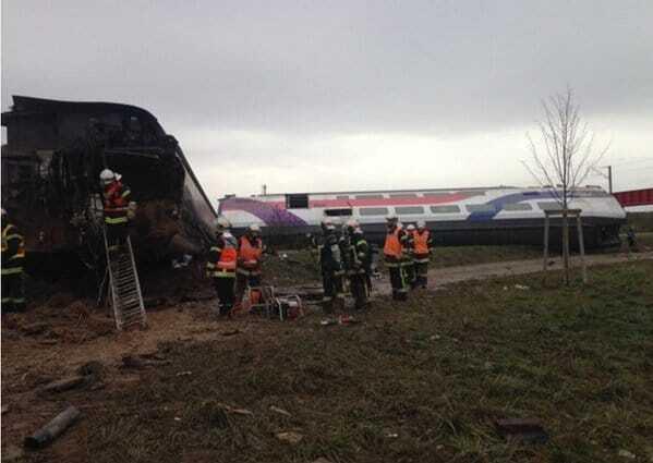 Нова трагедія: у Франції зійшов з рейок потяг, 5 жертв, десятки поранених. Фото і відеофакт